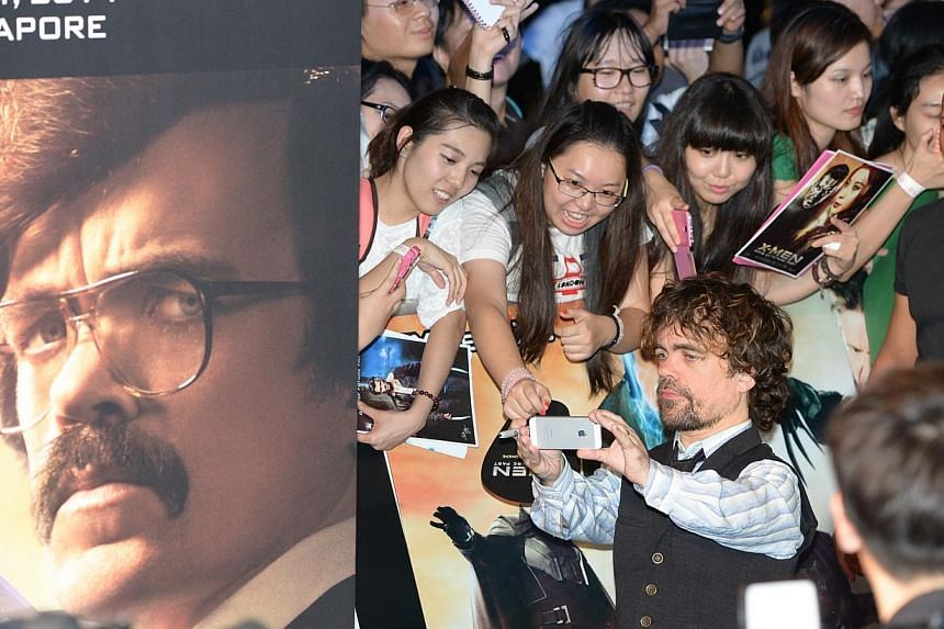 Actor Peter Dinklage poses for photos with fans at the South East Asia premiere of X-Men: Days Of Future Past in Singapore on May 14, 2014.-- ST PHOTO: DESMOND WEE