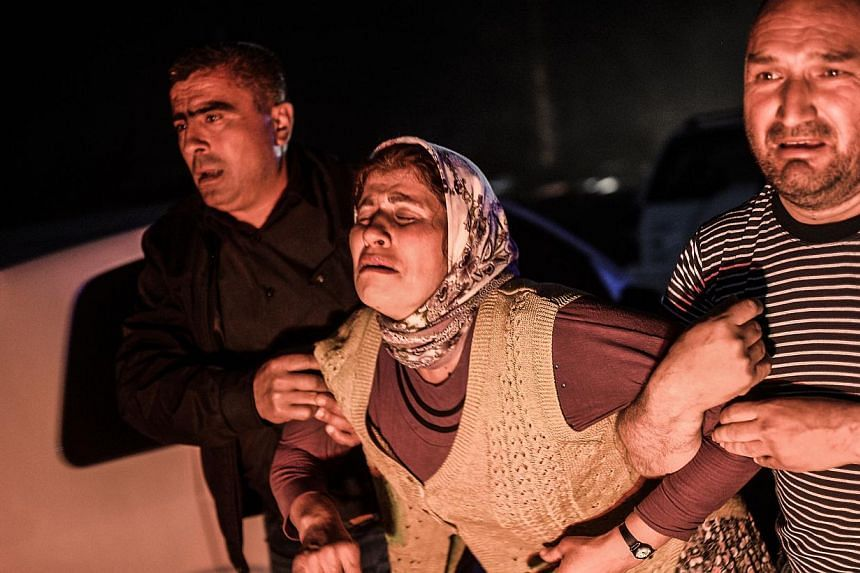 People mourn their relatives who died in the mine explosion in Manisa on May 13, 2014. -- PHOTO: AFP