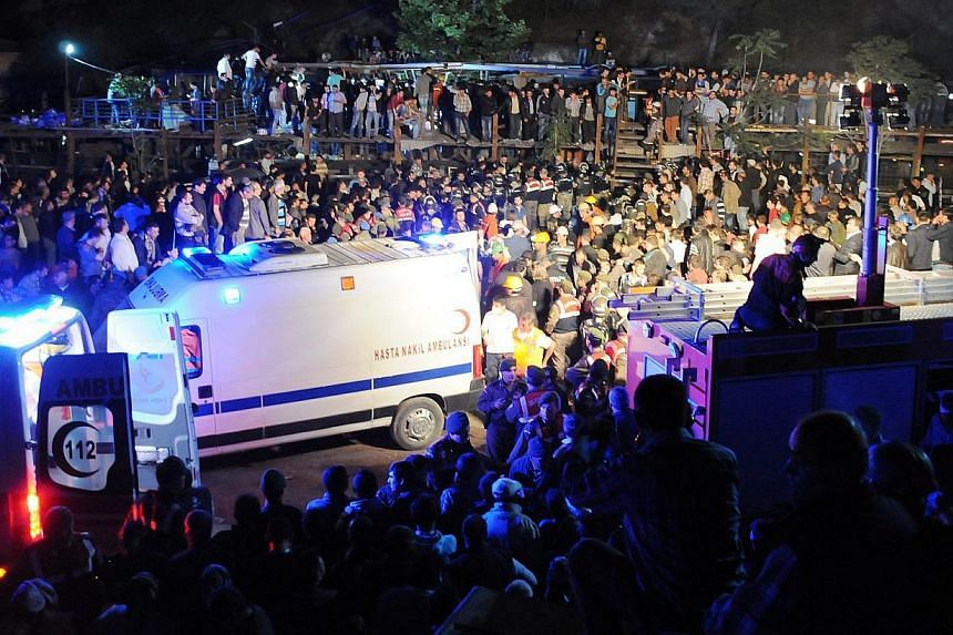 People gather around after a mine explosion in Manisa, Turkey, on May 13, 2014. -- PHOTO: EPA