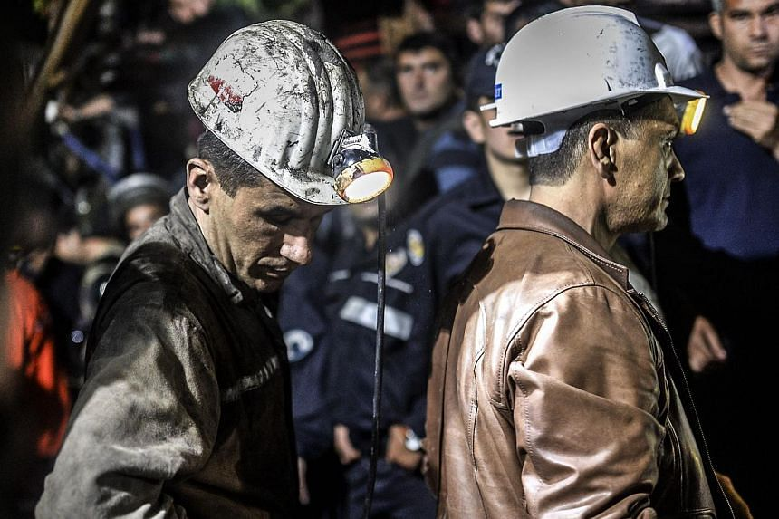 Miners wait at the gate of a mine after an explosion in Manisa on May 13, 2014. -- PHOTO: AFP