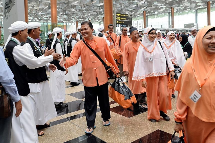The last batch of Singapore pilgrims at Changi Airport Terminal 3 on 9 October 2013.Singaporean Muslims planning to perform the umrah or minor pilgrimage in May or June should take extra precautions to protect themselves against the recent rise
