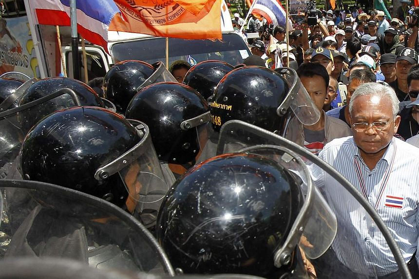 Anti-government protest leader Suthep Thaugsuban walks past Air Force military personnel during a rally at the Air Force base in Bangkok on May 15, 2014. -- PHOTO: REUTERS