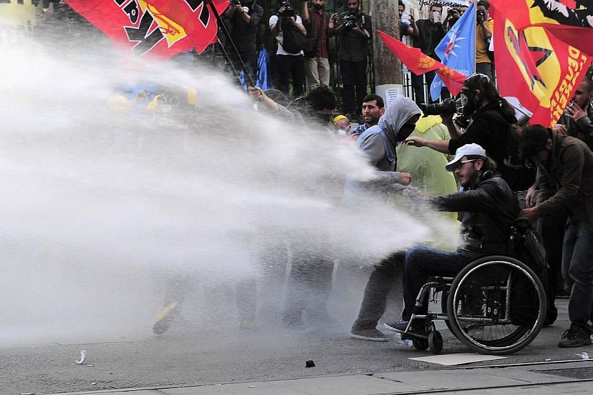 Riot police use water cannon to disperse protesters during a demonstration blaming the ruling AK Party (AKP) government for the mining disaster in western Turkey, in central Istanbul on May 14, 2014. -- PHOTO : REUTERS