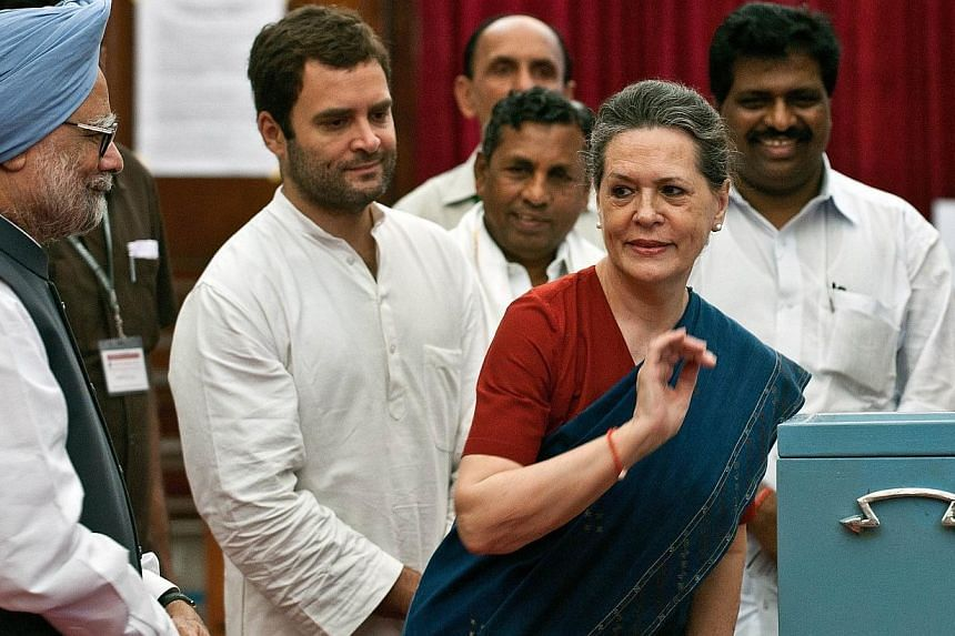 In this photograph taken on August 7, 2012 in New Delhi, Congress party president Sonia Gandhi (3L) is seen with her son and party vice presidentRahul Gandhi (2L) and Indian Prime Minister Manmohan Singh. -- PHOTO: AFP
