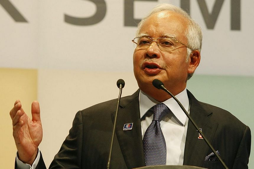 Umno and Prime Minister Datuk Seri Najib Razak have served three letters of demand on online news portal Malaysiakini, editor-in-chief Steven Gan and chief editor Fathi Aris Omar over two allegedly defamatory articles published on Wednesday. -- FILE