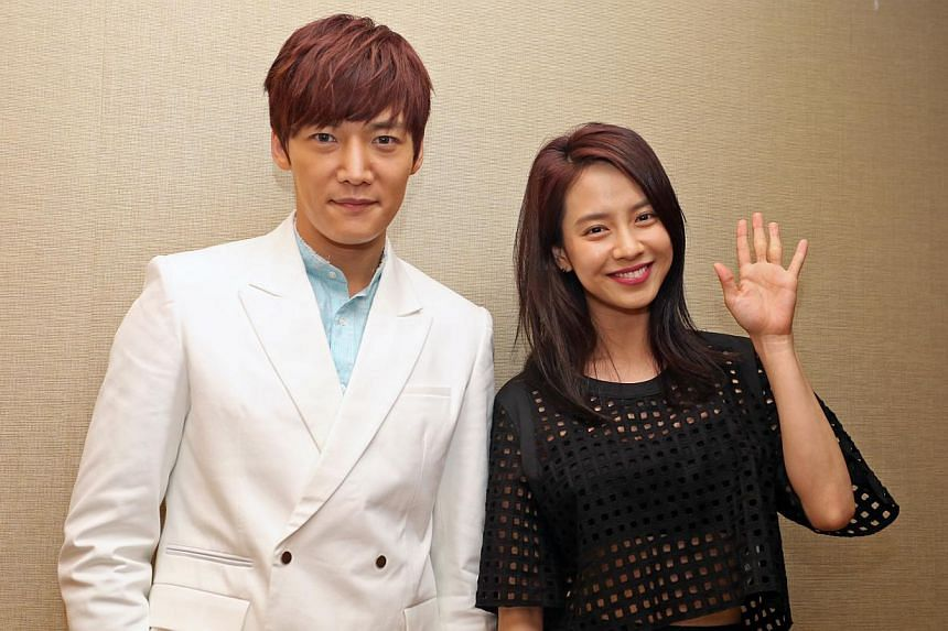 Korean drama Emergency Couple leads, actor Choi Jin Hyuk and actress Song Ji Hyo. Song Ji Hyo is one of the regular hosts of popular variety show Running Man. South Korean actress Song Ji Hyo, 32, looked demure in a white dress at a fan meet on