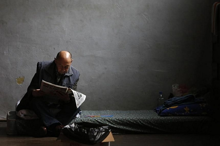 An evacuee from the Serbian town of Obrenovac reads a newspaper in a shelter hall in Belgrade on May 18, 2014. -- PHOTO: REUTERS