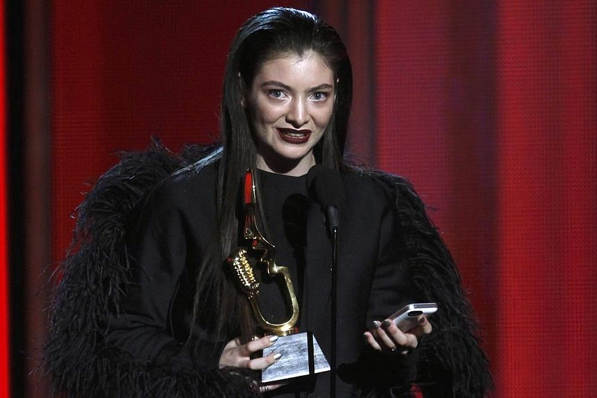 Singer Lorde accepts the top new artist award onstage at the 2014 Billboard Music Awards in Las Vegas, Nevada on May 18, 2014. -- PHOTO: REUTERS