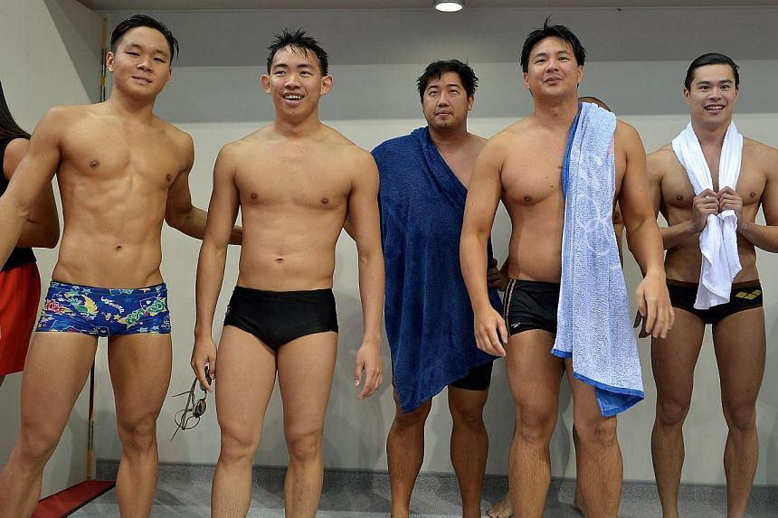 Swimmers watching the waterpolo players in the pool from L-R: Pang Sheng Jun, Rainer Ng, Gary Tan, Mark Chay and Russell Ong.-- ST PHOTO:KUA CHEE SIONG