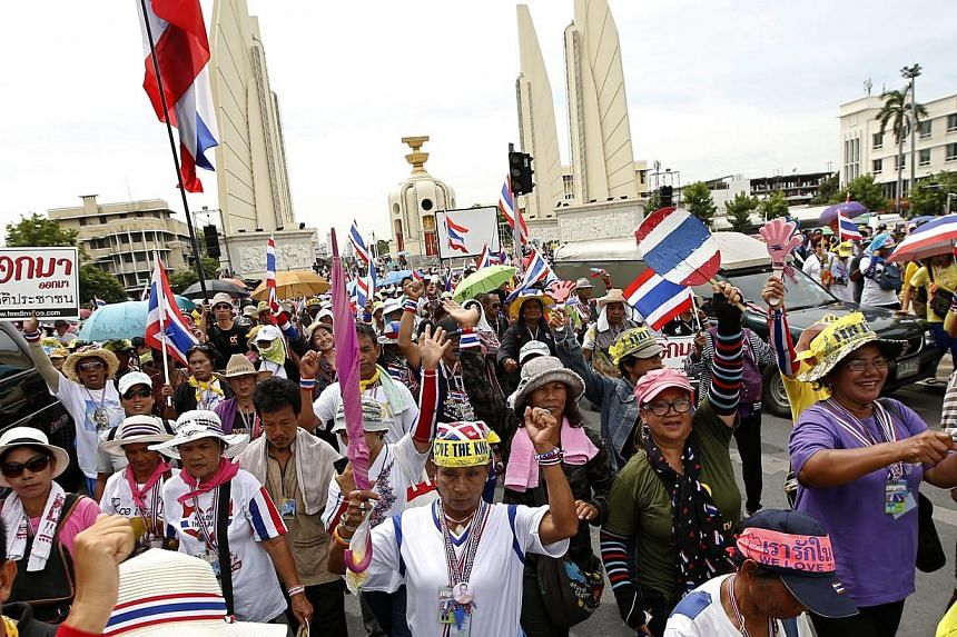 Thai anti-government protesters march during a rally at the Democracy Monument in Bangkok, Thailand, on May 19, 2014. Labour unions representing workers in Thai state firms have called for a strike this week to force the government out, siding with s