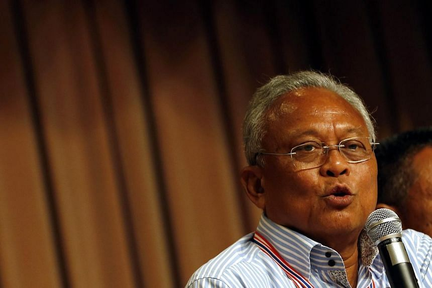 Thai anti-government protest leader Suthep Thaugsuban speaks during a meeting with supporters at the Government House in Bangkok, Thailand, 17 May 2014.Thailand's opposition demonstrators vowed on Tuesday to keep up their campaign to topple the