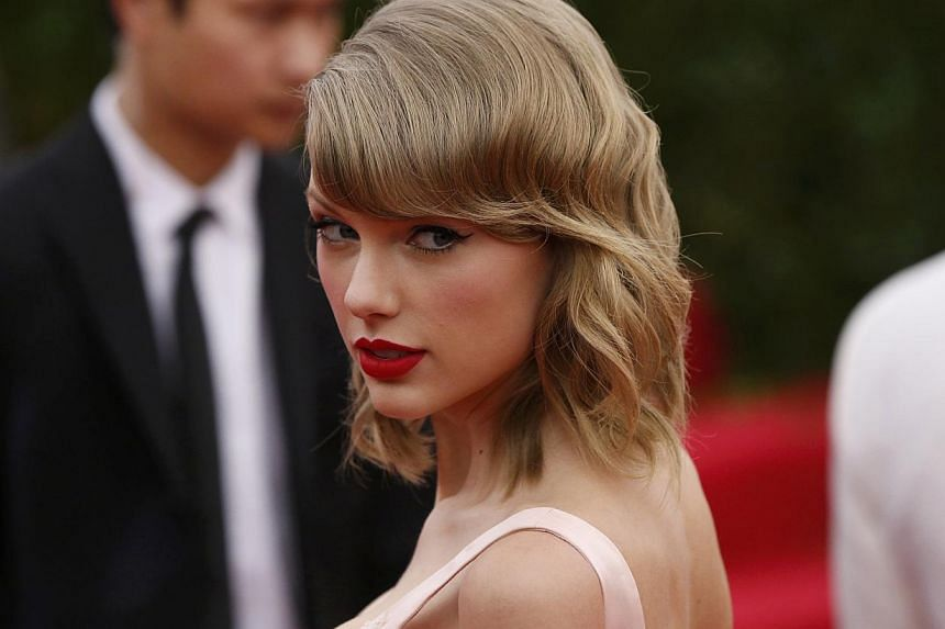 """Singer Taylor Swift arrives at the Metropolitan Museum of Art Costume Institute Gala Benefit celebrating the opening of """"Charles James: Beyond Fashion"""" in Upper Manhattan, New York on May 5, 2014. -- FILE PHOTO: REUTERS"""