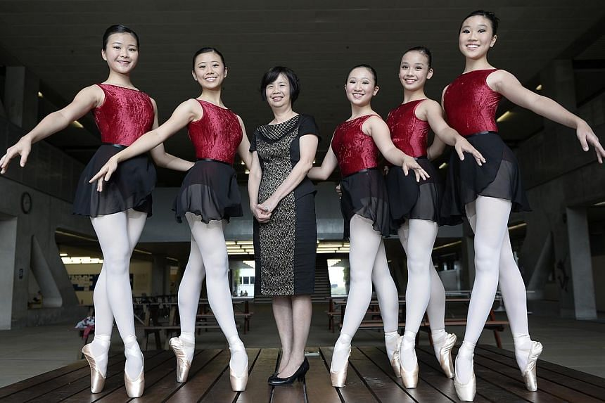 Mrs Lim Geok Cheng, principal of the School of the Arts, with dance students (from left) Elaine Ng, Jill Goh, Natasha Boon, Esen Thang and Anabel Ng. -- ST PHOTO: MUGILAN RAJASEGERAN