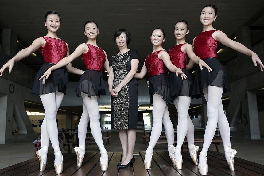 Mrs Lim Geok Cheng, principal of the School of the Arts, with dance students (from left) Elaine Ng, Jill Goh, Natasha Boon, Esen Thang and Anabel Ng. -- ST PHOTO: MUGILAN RAJASEGERAN