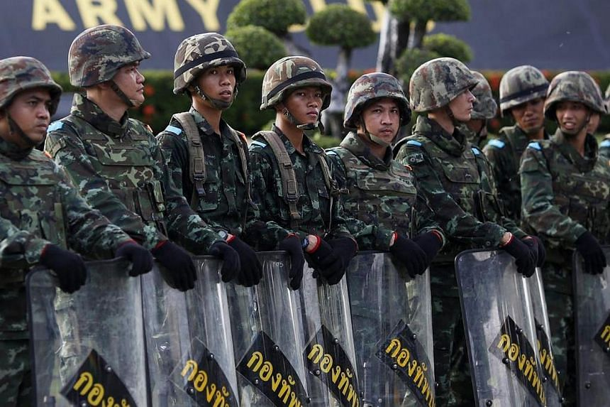 Soldiers block the access to the Army Club where Thailand's army chief held a meeting with all rival factions during a coup in central Bangkok on May 22, 2014.Thailand's army has banned gatherings of more than five people, a spokesman said on T