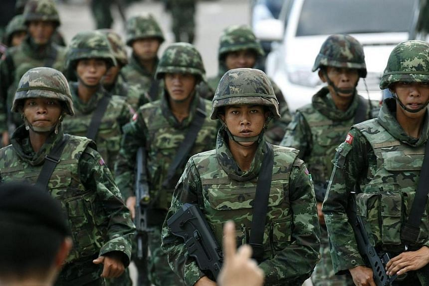 Thai armed soldiers stand guard position after a meeting between the army and the main political rivals on second day at the Army Club, in Bangkok, Thailand on Thursday, May 22, 2014. Thailand's military on Thursday ordered all television and radio