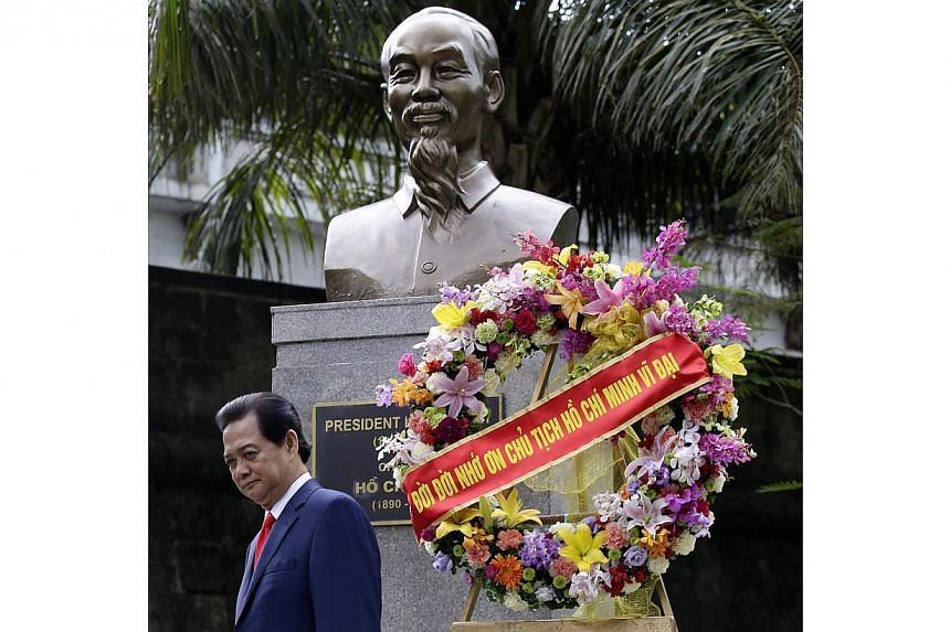 Vietnamese Prime Minister Nguyen Tan Dung walks after offering a wreath at the monument of President Ho Chi Ming, at Intramuros, in Manila, Philippines, on May 21, 2014. -- PHOTO: EPA