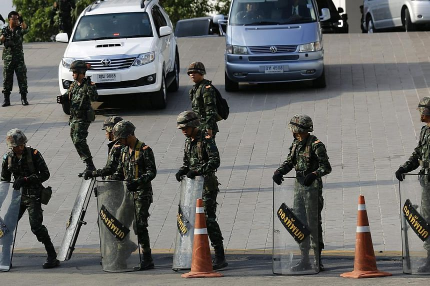 Thai armed soldiers block the entrance of the Army Club, after a meeting between the army and the main political rivals in Bangkok, Thailand on Thursday, May 22, 2014. -- PHOTO: EPA