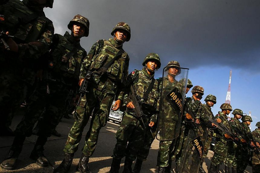 Thai soldiers stand guard during a coup at the Army Club where Thailand's army chief held a meeting with all rival factions in central Bangkok on Thursday, May 22, 2014. -- PHOTO: REUTERS
