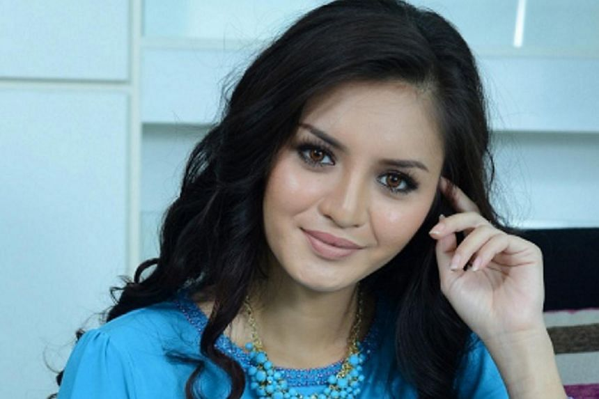 """Actress Hanez Suraya Abdul Aziz (pictured)and her friend Romie Razin Adilha Abd Jaisare suing Malaysia Airlines over """"invasion of their privacy"""" after their flight details were uploaded on a Facebook account. -- PHOTO:SINAR HARIAN"""