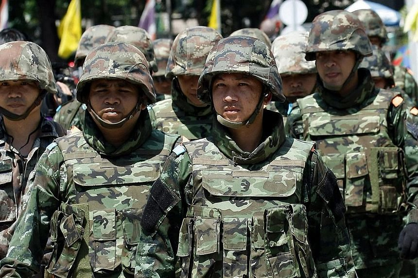 Thai soldiers march during a meeting between the army and main political rivals at the Army Club in Bangkok, Thailand on Thursday, May 22, 2014. Thailand's army chief announced in an address to the nation on Thursday that the armed forces were seizin