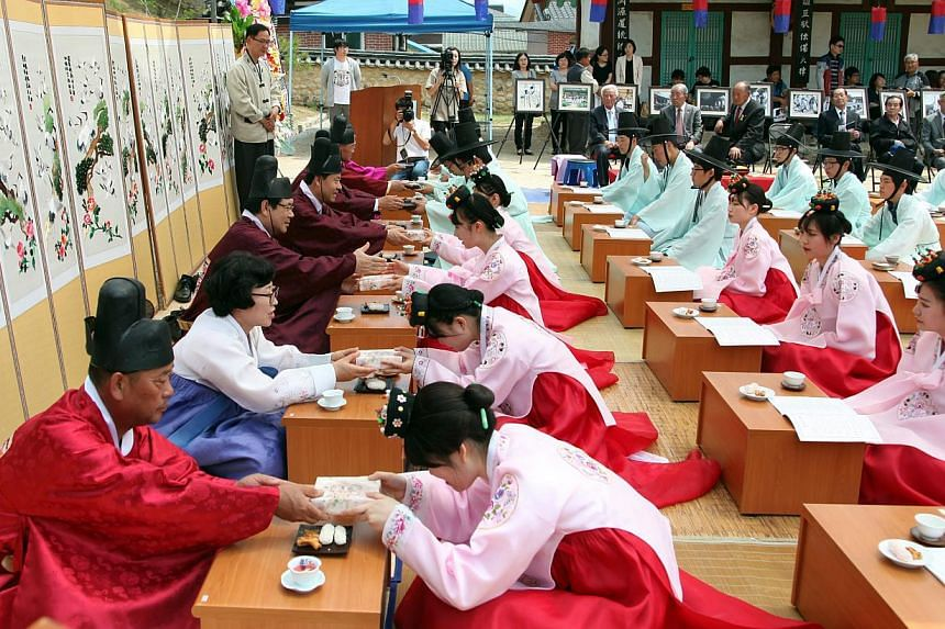 A traditional Korean coming-of-age ceremony is under way at a Confucian school in Hongcheon County, Gangwon Province, South Korea, on May 18, 2014. -- PHOTO: EPA