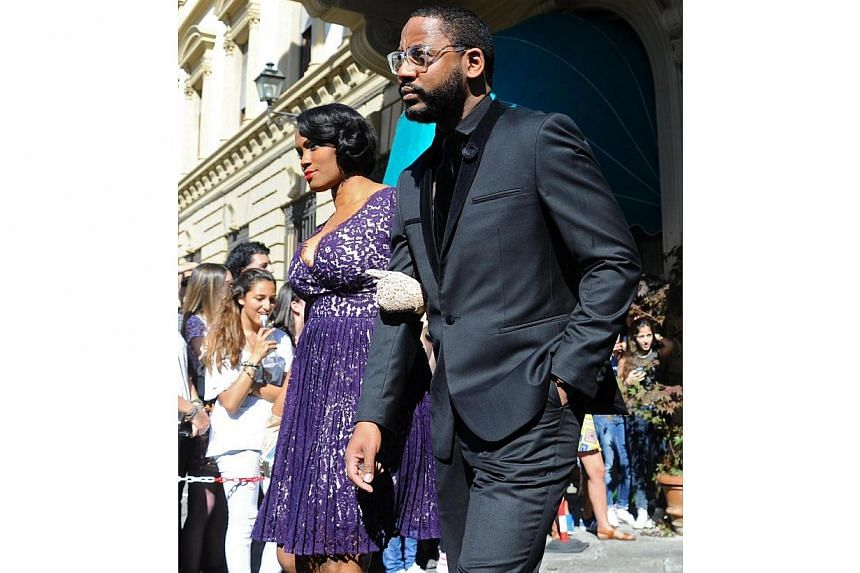 Unidentified guests walk out of the hotel for the wedding of Kim Kardashian and Kanye West in Florence, Italy, on May 24, 2014. -- PHOTO: EPA