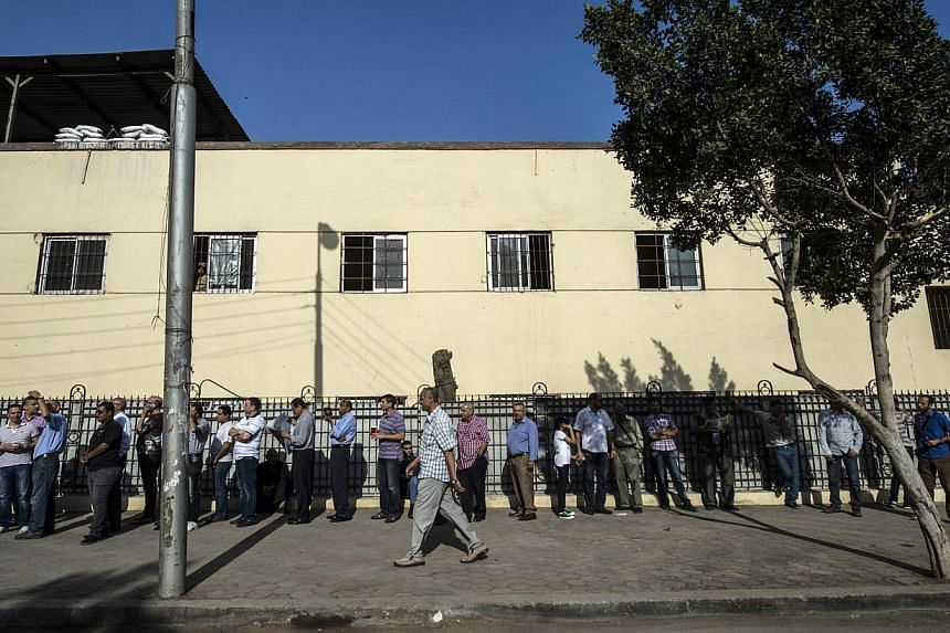 Egyptians queue outside a polling station in the north Cairo district of Heliopolis on May 26, 2014. -- PHOTO: AFP