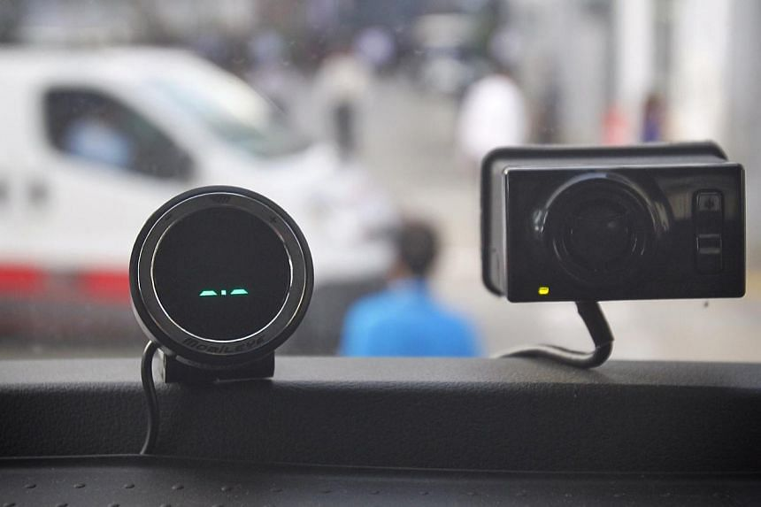 Mobileye, a new device launched by Spring Singapore and Singapore Transport Association on May 26, 2014. On the left is a display that indicates stationary vehicle. -- ST PHOTO: KEVIN LIM