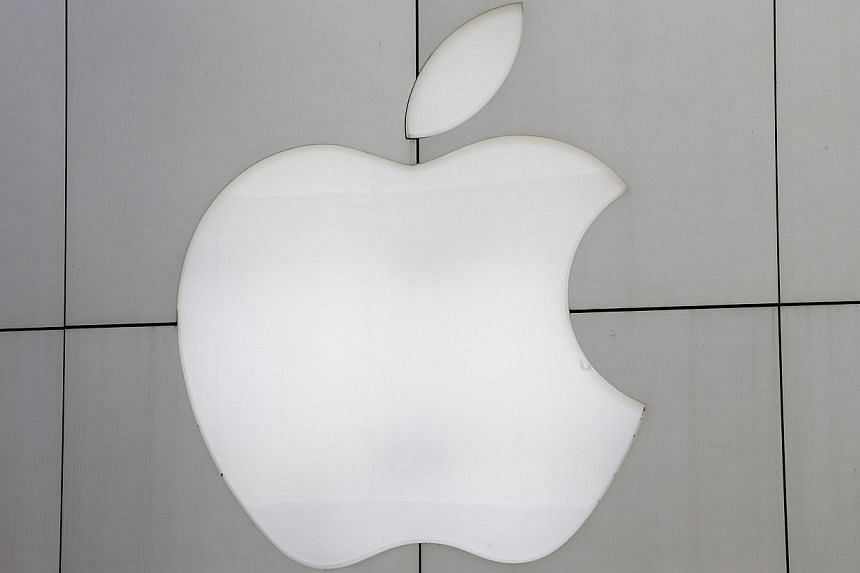 Multiple users on Apple Inc's online support forum and Twitter have reported an unusual smartphone and tablet hack in which cyber attackers were said to have locked Australian users' smartphones and demanded payment in return for unlocking them.&nbsp