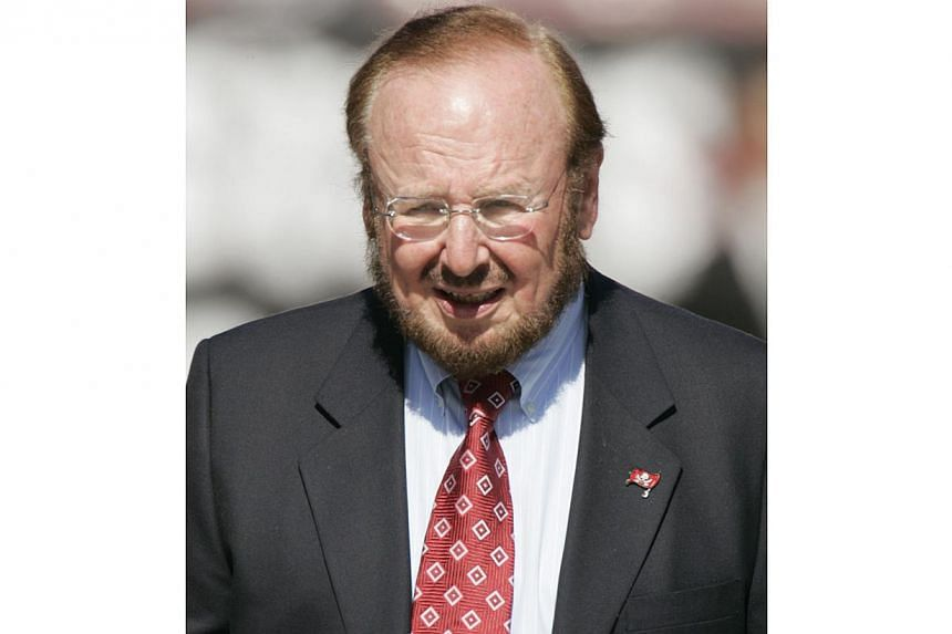 A 21 Nov 2004 file photo shows US business tycoon Malcolm Glazer in Tampa Bay, Florida. The Tampa Bay Buccaneers announced on May 28, 2014 that Glazer has died at age 85. -- PHOTO: AFP