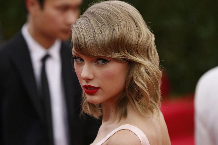 "Singer Taylor Swift arrives at the Metropolitan Museum of Art Costume Institute Gala Benefit celebrating the opening of ""Charles James: Beyond Fashion"" in Upper Manhattan, New York, May 5, 2014. -- PHOTO: REUTERS"