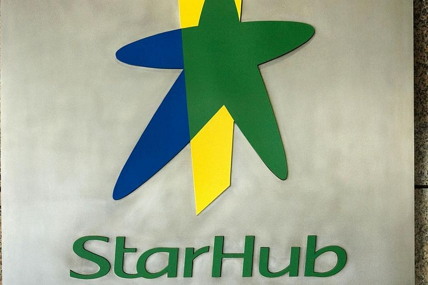 StarHub is throwing in a free cable broadband subscription for those who buy its 500Mbps fibre plan, in a bid to address Wi-Fi slowdowns within the home. -- PHOTO: BLOOMBERG
