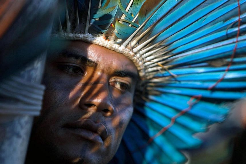 A South American Indian participates in a demonstration in front of the headquarters of the Ministry of Justice in Brasilia, Brazil, 29 May, 2014. A group of about 500 natives from diverse ethnic groups had gathered to request a hearing with Brazilia