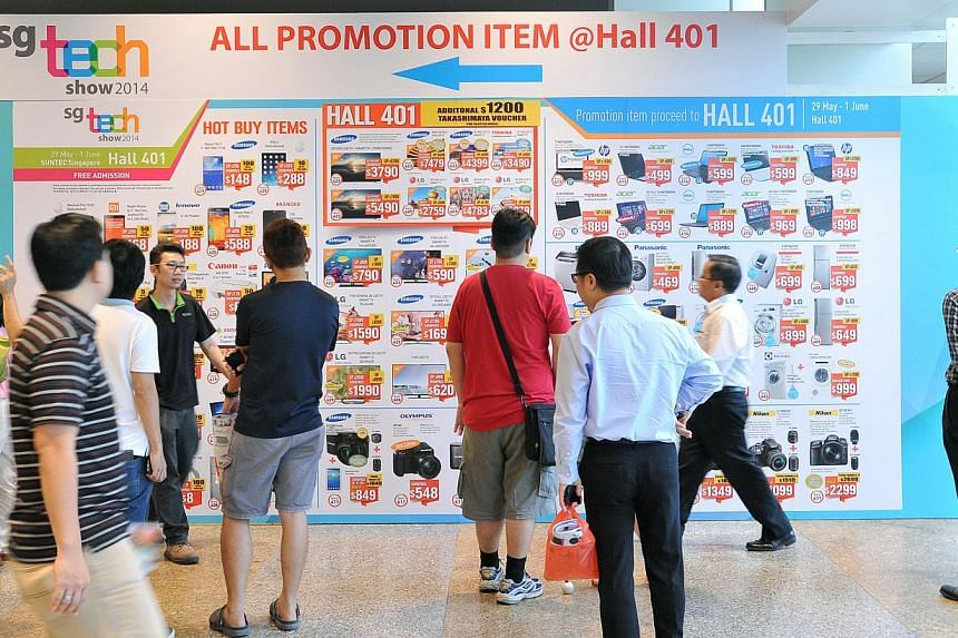 Visitors at the entrance of SG Tech Show 2014, which began on Thursday and will end tomorrow.
