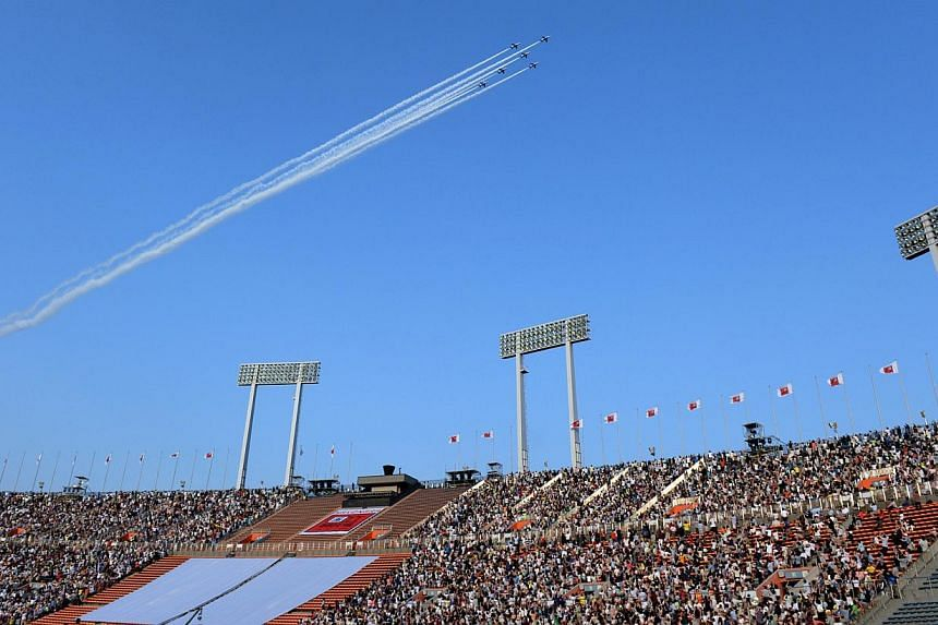 The Japan air self-defence forces' acrobat team, the Blue Impulse, fly over the national stadium in Tokyo on May 31, 2014. -- PHOTO: AFP