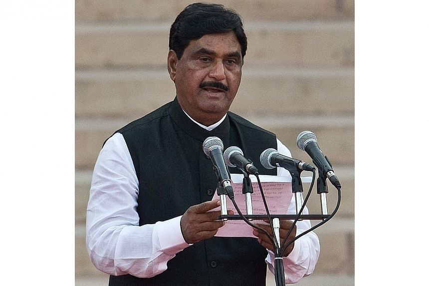 In this photograph taken on May 26, 2014, Bharatiya Janata Party leader Gopinath Munde takes the oath of office during a swearing-in ceremony for new Indian Prime Minister Narendra Modi and his council of ministers in New Delhi. -- PHOTO: AFP