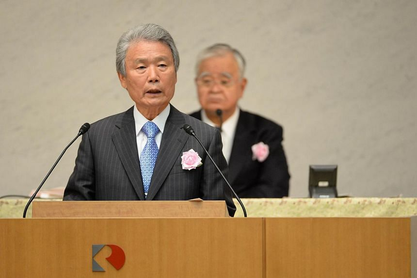 Sadayuki Sakakibara (left), newly appointed chairman of the Japan Business Federation, delivers a speech during its general assembly in Tokyo on June 3, 2014.The newly appointed head of Japan's top business lobby said on Tuesday he wants to pla