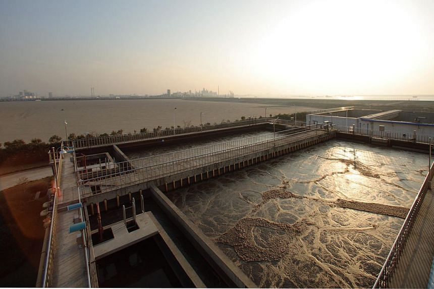 Water recycling plant in China's Zhangjiagang Free Trade Zone. Sembcorp Industries has signed a joint venture agreement to buy and upgrade a wastewater treatment plant in China's Jiangsu province, it said on Tuesday. -- PHOTO: SEMBCORP INDUSTRIES