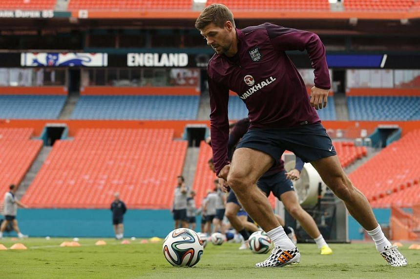 England's Steven Gerrard runs with the ball during his team's first training session in Miami, Florida on June 3, 2014. England captain Steven Gerrard said on Wednesday, June 4, 2014, that he is not worried about the prospect of a penalty shoot-
