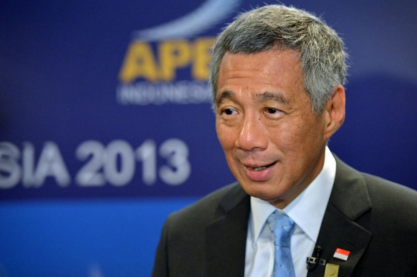Prime Minister Lee Hsien Loong (above) and Minister for Communications and Information Yaacob Ibrahim yesterday posted comments on the need to practice freedom of speech responsibly online. -- ST PHOTO: KUA CHEE SIONG