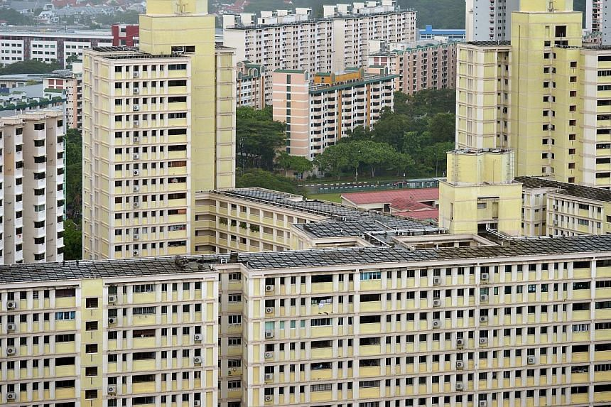 An ongoing survey by the Ministry of National Development (MND) showed yesterday that nine out of 10 Singaporeans support greater priority for those who apply to live in the same town - in both mature and non-mature estates. -- ST PHOTO: KUA CHEE SIO