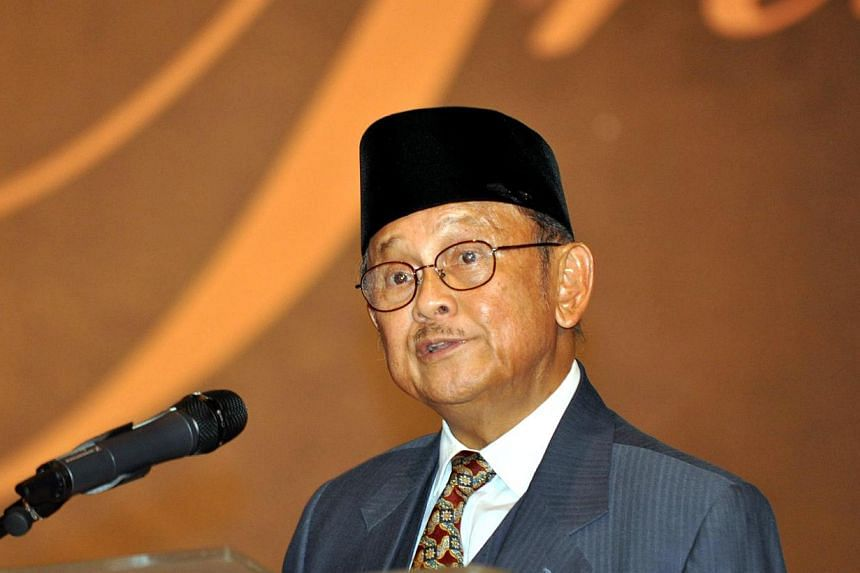 Former Indonesian President B.J. Habibie - the man credited with kickstarting the country's democratic reform - said he is looking forward to working with whoever is elected president, stressing that he will not be endorsing either of the front-runne