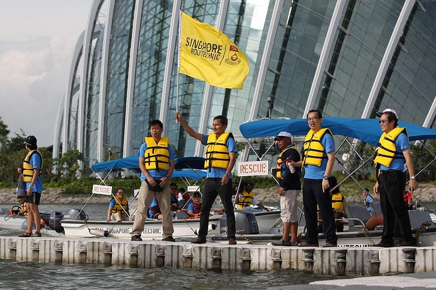 The guest of honour, Minister for the Environment and Water ResourcesVivian Balakrishnan, flags off the dragon boat race.-- PHOTO:SINGAPORE POLYTECHNIC