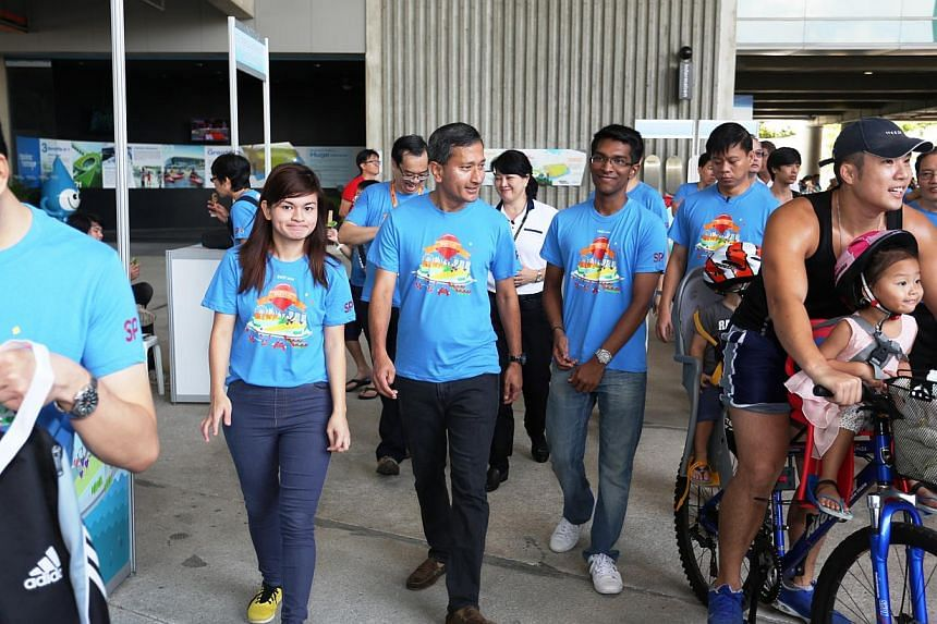 Dr Vivian Balakrishnan, Minister for the Environment and Water Resources, tours the festival.-- PHOTO:SINGAPORE POLYTECHNIC