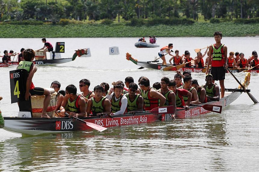 Dragon boat teams getting ready for the race at the Singapore International Water Festival.-- PHOTO:SINGAPORE POLYTECHNIC