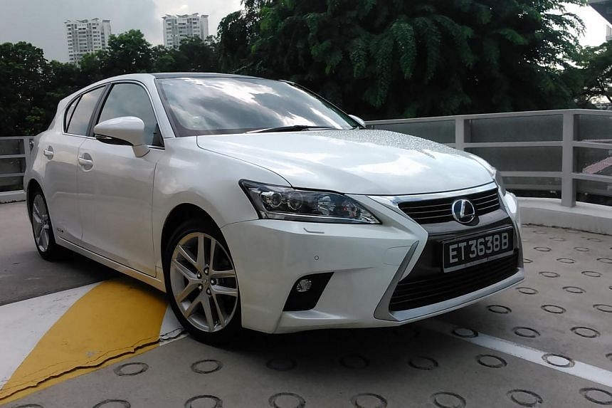 The Lexus CT200h has been given a facelift, which includes a new spindle grille.
