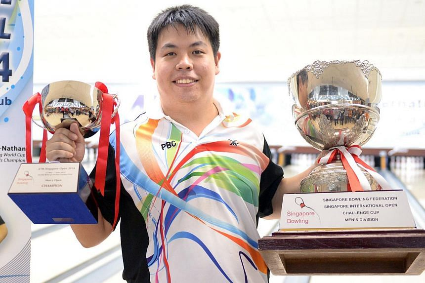 The Republic's keglers dominated the podium at the 47th Singapore International Open at Orchid Bowl on Saturday, as 33-year-old Vincent Lim become the first Singaporean to clinch the Men's Open title since 2006. -- ST PHOTO: LIM SIN THAI