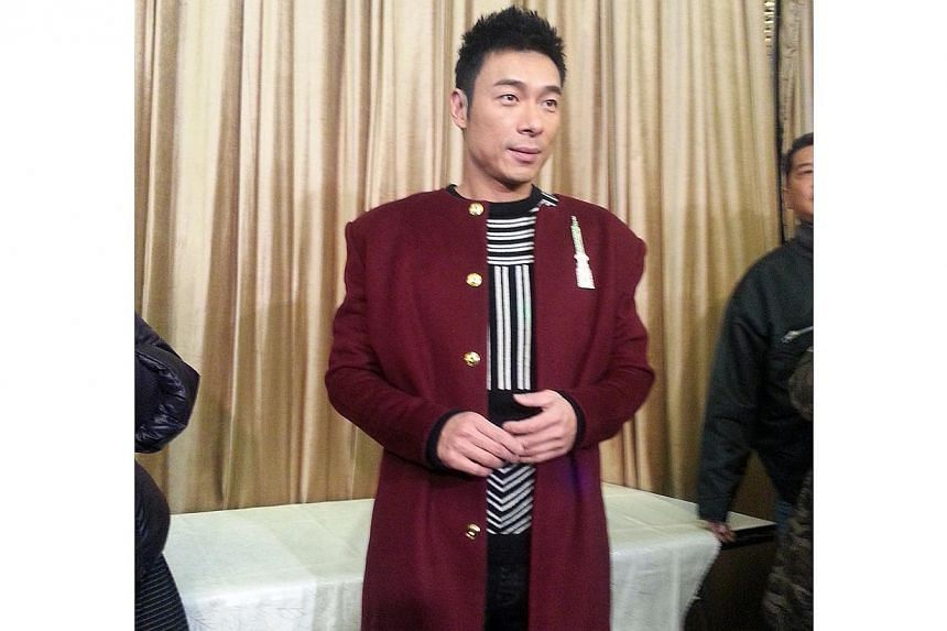 Singer Andy Hui has denied a report saying he married Sammi Cheng. -- PHOTO: APPLE DAILY