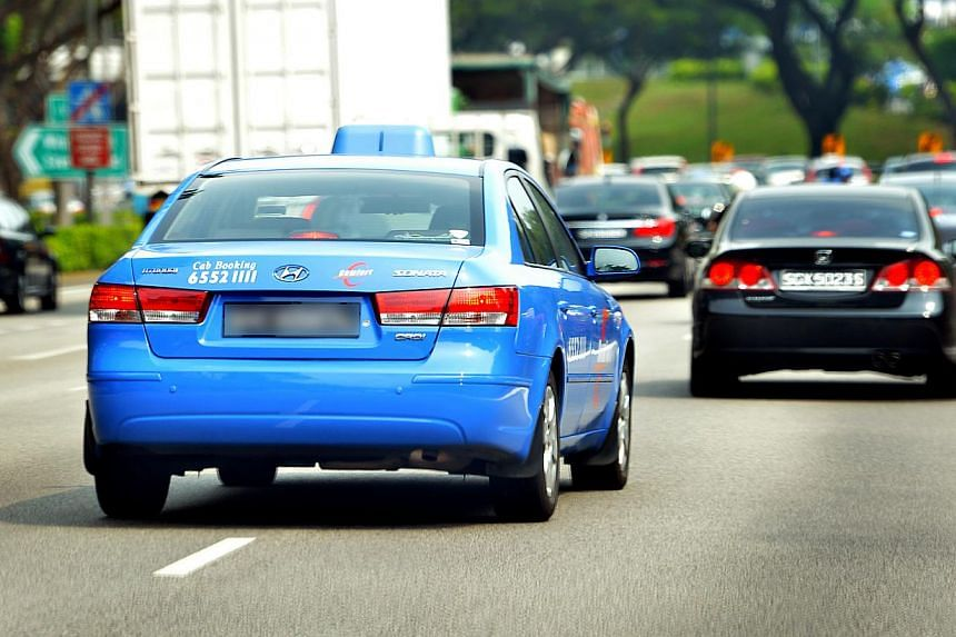 Cars changing lanes without signalling was the top pet peeve of road users in Singapore, from an online poll conducted by The Straits Times about bad road habits. -- THE NEW PAPER FILE